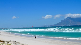 Cycling out of Cape Town we were treated with an awesome view of kite surfers @ Dolphin Beach